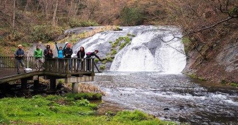 huge waterfall at hanamaki