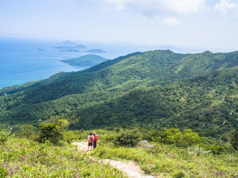hikers coming up via pak kung au