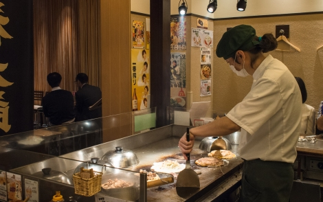 fukutaro okonomiyaki chef